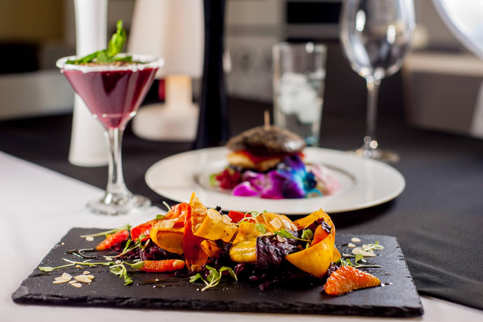 Buraki karmelizowane z kolorową grillowaną marchwią