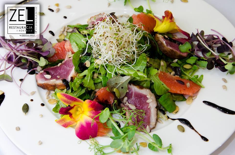 Sałatka z piersi kaczej i filetem z sycylijskiem pomarańczy - poleca Restauracja Zel
